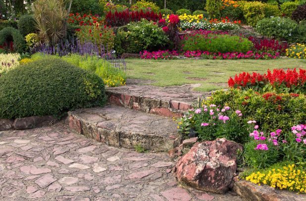 ריצוף חוץ ואבני מדרך לגינה במחיר אטרקטיבי